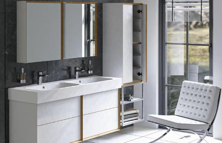 Svetlo kopalniško pohištvo v sodobni kopalnici